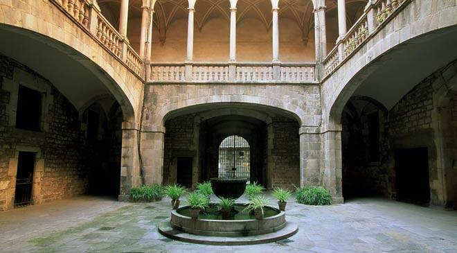 Interior courtyard in the Virreyes Palace, the site of the Archive of the Crown of Aragon © Ministerio de Cultura