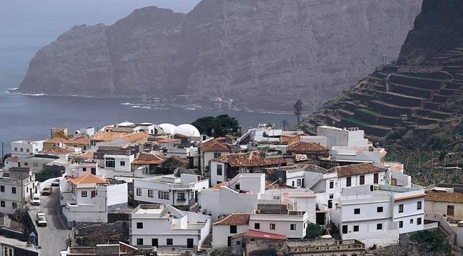 View of Agulo and houses with traditional architecture. Agulo, Gomera © Turespaña
