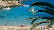 Cala Benisa Fuller Beach, with boats and bathers. Alaior, Minorca © Turespaña