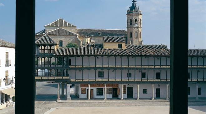 Plaza Mayor square in Tembleque. Toledo © Turespaña