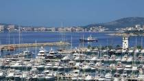 Marina with the town in the background. Calvià, Majorca © Turespaña