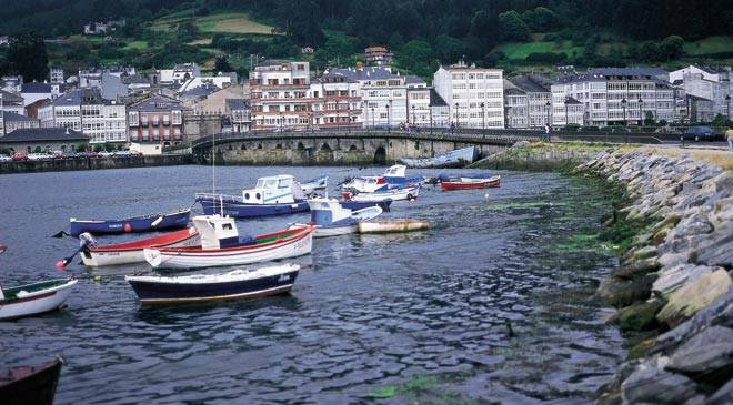 View of Viveiro from the estuary. Lugo © Turespaña
