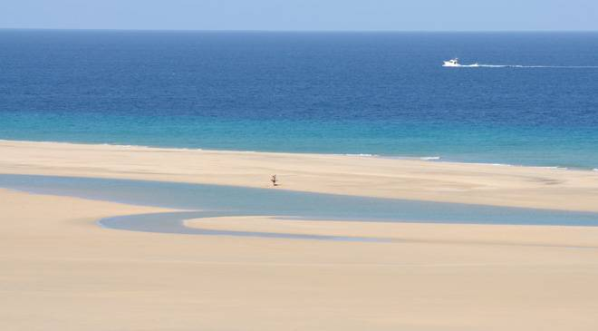 Biosphere Reserve: the island and sea of Fuerteventura © Turespaña