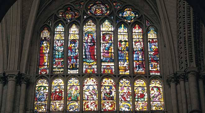 Stained-glass windows in Toledo cathedral © Turespaña