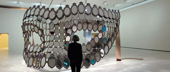 Joana Vasconcelos, 'I'll Be Your Mirror', 2018. Bronze and mirrors, 356 x 682 x 537 cm. Edition of 7 + 1 AP. Artist's private collection © Joana Vasconcelos, VEGAP, Bilbao, 2018.
