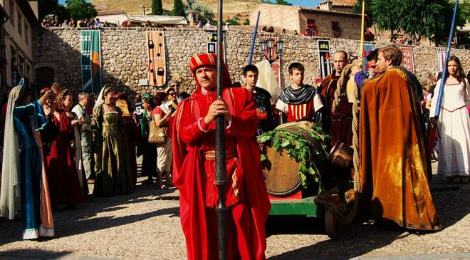 Medieval theatre festival festivities and traditions in hita guadalajara at spain is culture for Oficina turismo valencia