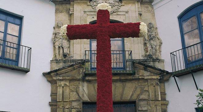 Decorated May cross. Cordoba © Turespaña