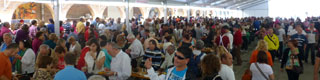 Visitors tasting seafood in the marquees at the Fiesta in Honour of Seafood in O Grove. Pontevedra © Oficina de Turismo Concello do Grove