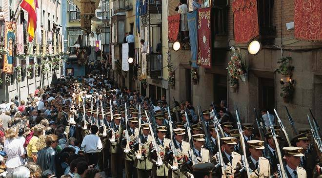 Soldiers parading during the festival of Corpus Christi. Toledo © Turespaña