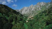 Picos de Europa National Park. Village in the mountains. Asturias © Turespaña