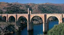 Roman bridge at Alcántara © Turespaña