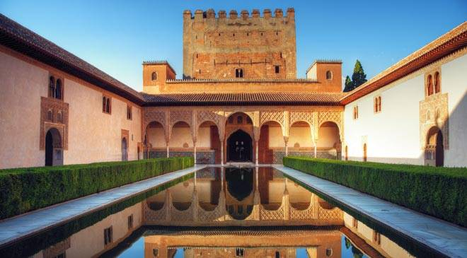 The alhambra and generalife gardens gardens in granada at for Jardines alhambra