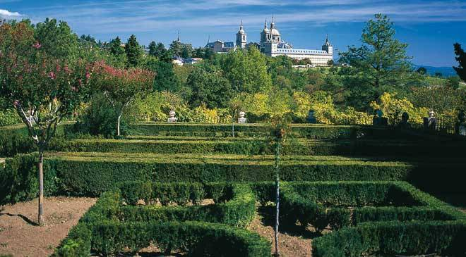 Casita del Infante Gardens with the Monastery in the background. San Lorenzo in El Escorial, Madrid © Turespaña