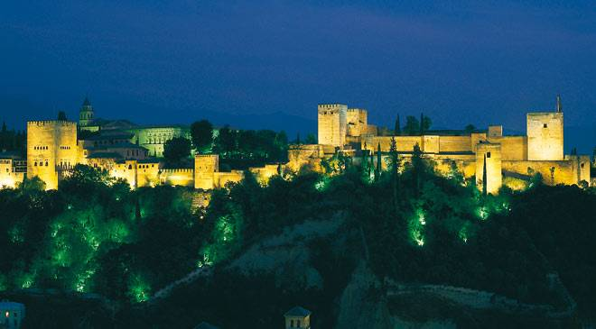 General view of the Alhambra by night © Turespaña