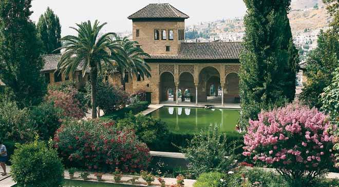 The generalife monuments in granada at spain is culture for Los jardines de la alhambra