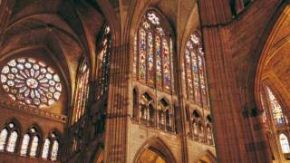 Interior of León cathedral, with its spectacular stained-glass windows. León ©Turespaña