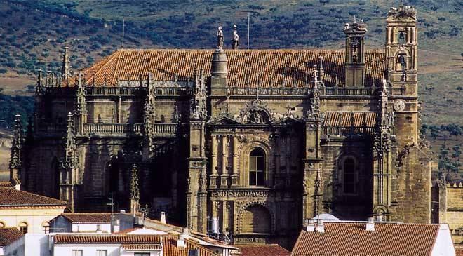 Monuments de c ceres espagne catedral de plasencia for Oficina de turismo de caceres