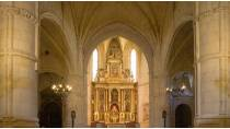 Central nave and altarpiece inside the collegiate church of San Bartolomé. Belmonte © Turespaña