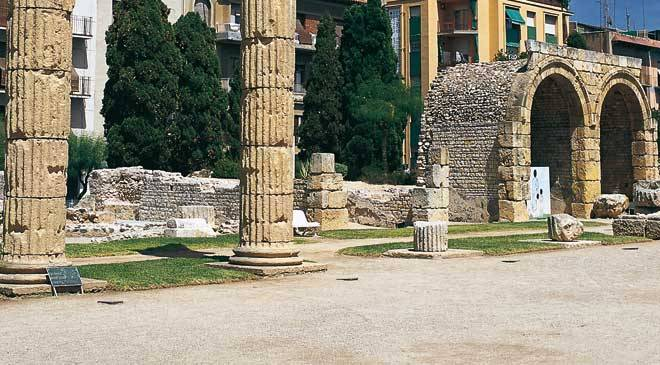 Roman forum monuments in tarragona at spain is culture - Foro wurth espana ...