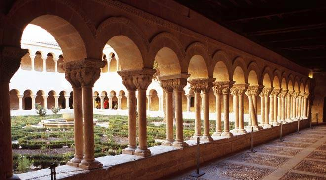 Cloister in the monastery of Santo Domingo de Silos. Santo Domingo de Silos, Burgos © Castilla y León
