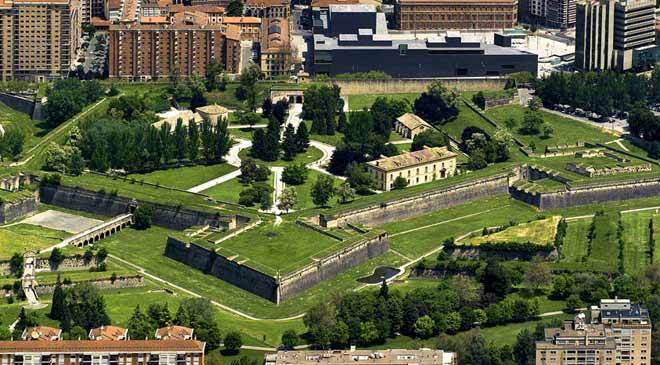 View of the citadel and bastion in the city of Pamplona © Larrion y Pimoulie. Archivo de Turismo 'Reyno de Navarra'