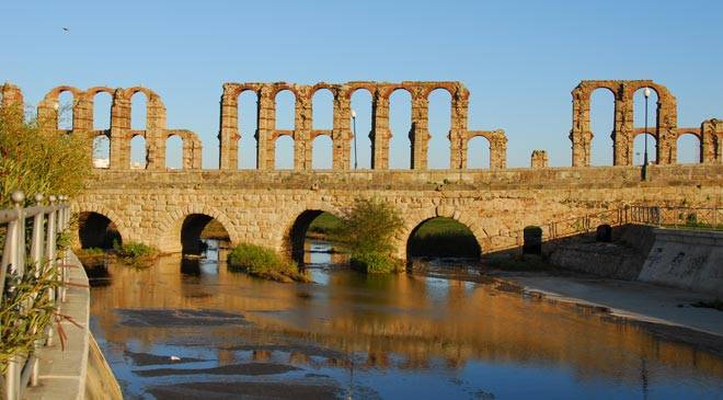General view of the Roman bridge in Mérida © Junta de Extremadura