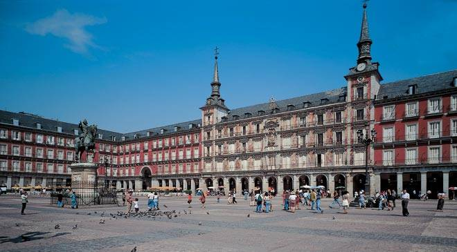 View of the Plaza Mayor square in Madrid © Turespaña