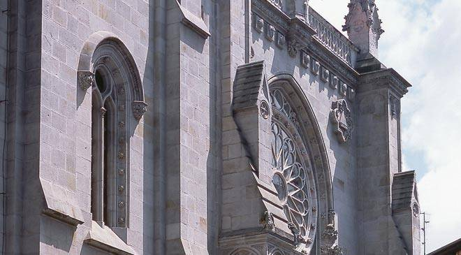 Detail of the façade of Santiago cathedral. Bilbao © Turespaña
