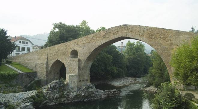 Bridge over the Sella River: monuments in Cangas de Onís, Asturias at Spain i...