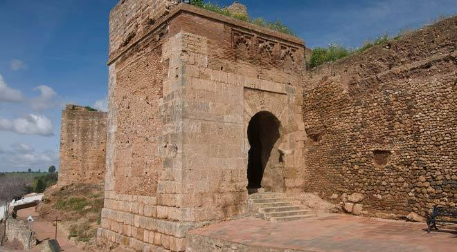 El Buey gateway in the city wall ©Turespaña