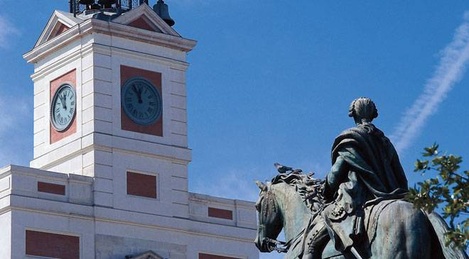 Equestrian statue of Charles III and the Madrid Regional Government building in the Puerta del Sol square. Madrid © Turespaña