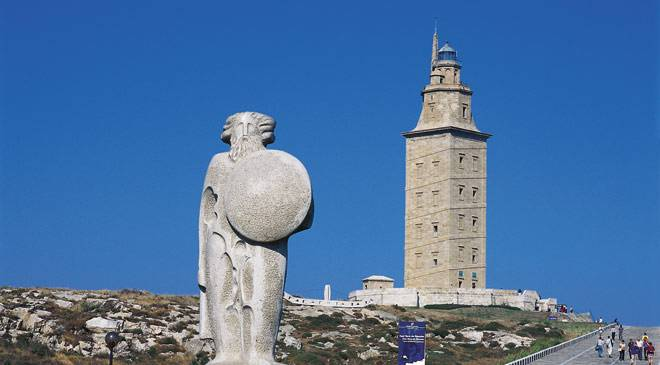 Tower of Hercules and sculpture of Breogán © Turespaña