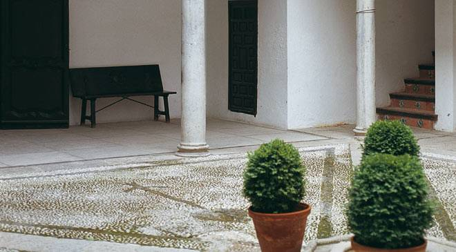 Interior courtyard. Casa de los Tiros Museum - Museum of Art and Popular Traditions. Granada © Turespaña