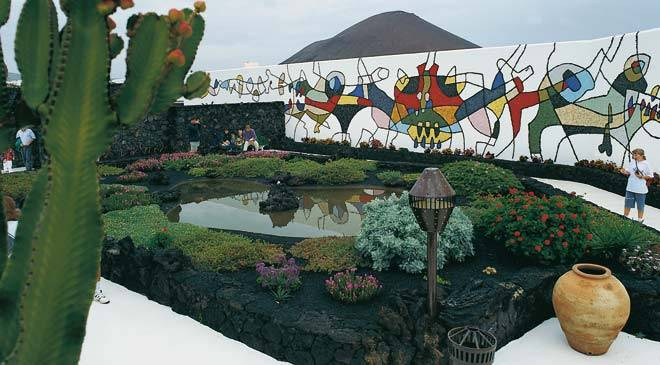 Interior garden and mural in the César Manrique Museum-foundation. Teguise, Lanzarote © Turespaña