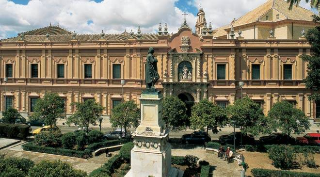 Front view of the façade of the Seville Museum of Fine Arts © Turespaña