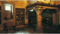 Traditional Galician 'lareira' or kitchen. Lugo Regional Museum © Turespaña