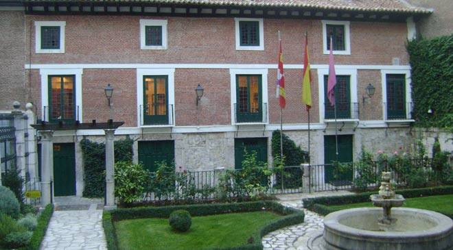 Façade and garden of the Cervantes House-Museum © Museo Casa de Cervantes. Valladolid