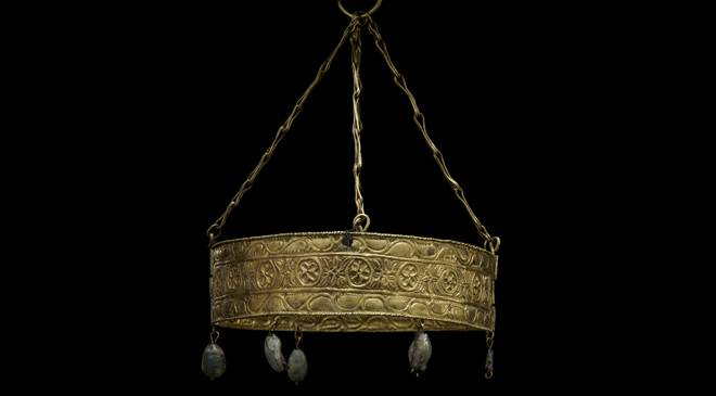 Crown from the Treasure of Guarrazar. National Archaeological Museum, Madrid © Santiago Relanzón. Fundación ITMA; Museo Arqueológico Nacional (N.I. 71205)