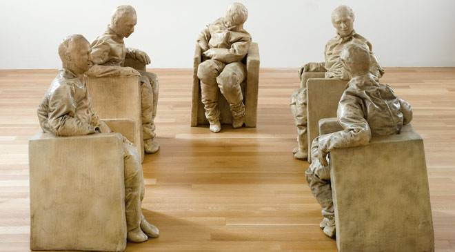 'Five seated figures' © The Estate of Juan Muñoz. Madrid, Museo Nacional Centro de Arte Reina Sofía