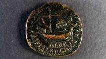 Roman coin with the image of a ship © Ministerio de Cultura