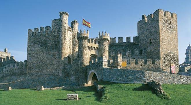 Castle founded by the Knights Templar. Ponferrada, León © Turespaña