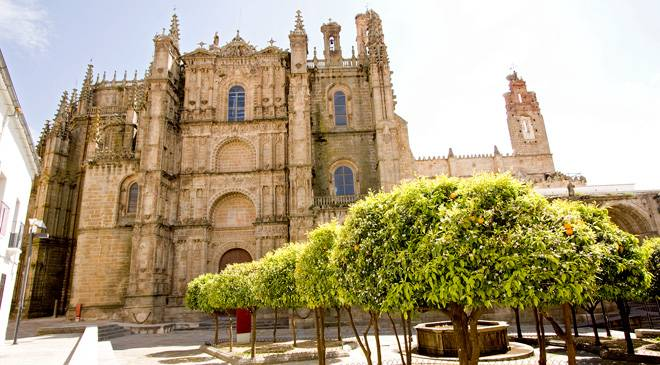 Queen isabella and the cities where she lived in spain is for Oficina de turismo plasencia