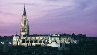 View of Toledo cathedral illuminated at dusk © Turespaña