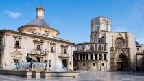View of the square and cathedral of Valencia, opposite which the Plains Water Tribunal takes place. Valencia