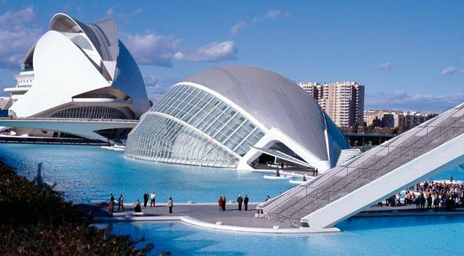 Valencia 39 city of light 39 on the mediterranean in spain for Centre des arts shawinigan piscine