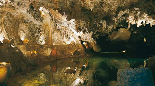 La Cueva Spain  city photos : Underground lake inside the Gruta de las Maravillas grotto. Aracena ...