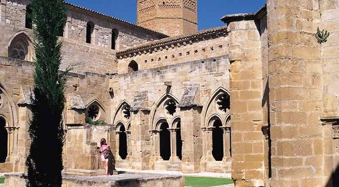 View of the cloister of the Gothic monastery in Escatrón, Zaragoza © Turespaña