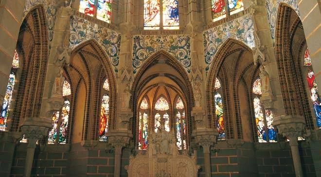 Stained-glass windows in the Episcopal Palace. Astorga © Turespaña