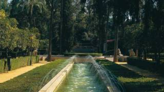 Gardens in Maria Luisa Park, with the lake. Seville © Turespaña