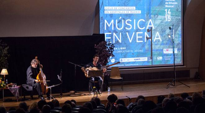 Concert by Jordi Savall and Ferrán Savall at the Hospital Clínico San Carlos in Madrid. Concert series in hospitals by Música en Vena and CNDM © Música en Vena - Ignacio García Castelló
